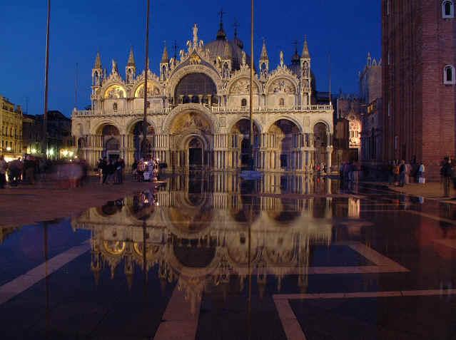 Basilique nuit - Cristaux de soude saint marc ...